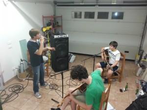 FAN Acoustic Trio - Prove in Garage - Andrea e Francesco cantano